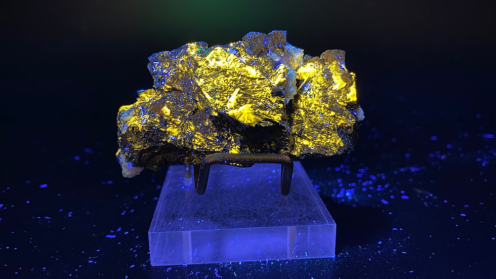 Fluorescent Sphalerite with Chalcopyrite and Dolomite from Dongxiang Co., China