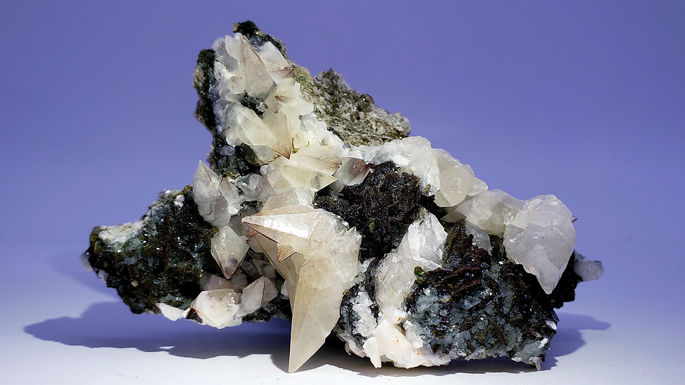 Dogtooth Calcite on Specularite and Quartz from Daye Copper Mine