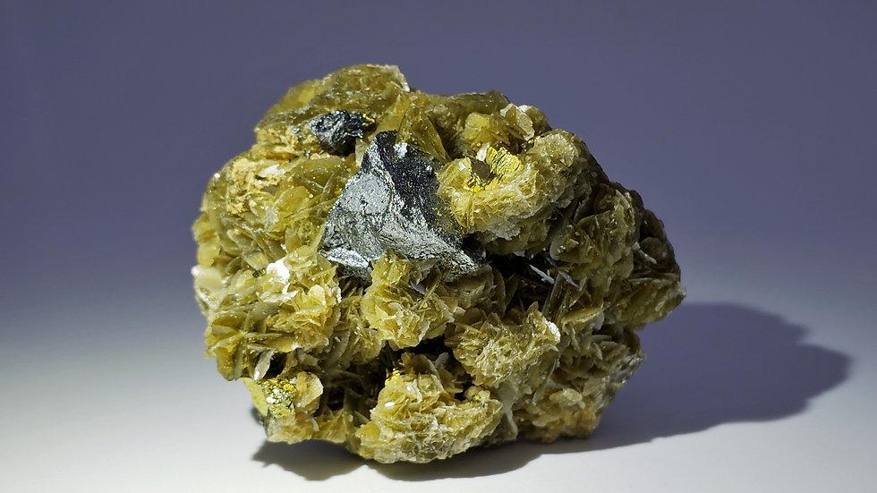 Tetrahedrite and Chalcopyrite on Siderite from Kaiwu Mine, Bijie, China