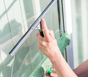 nettoyage vitres vitrine commercants tremplin 95 services domont solidaire