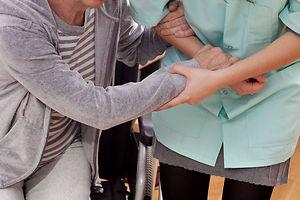 Accompagnement sortie promenade ballade personne âgée services à la personne Tremplin 95 Domont solidaie
