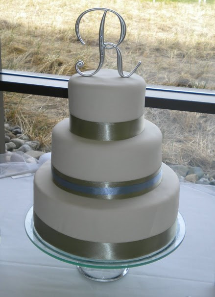 Simple Fondant Wedding Cake