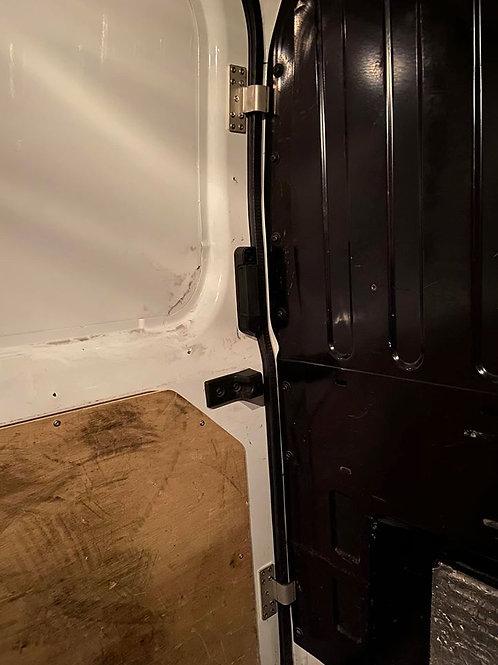 1 x Anti Peel Side Door Armour Bracket