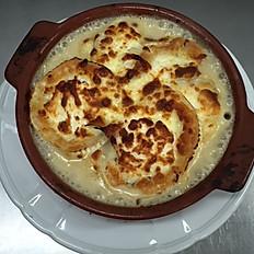 La Chevriflette (tartiflette au fromage de chèvre) (servie avec salade verte)