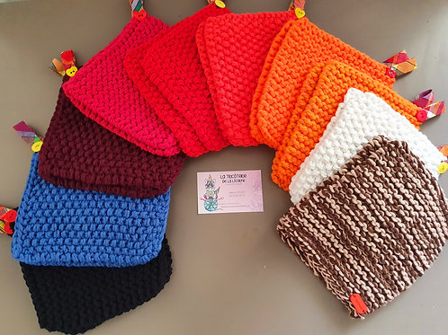 La paire de maniques au tricot