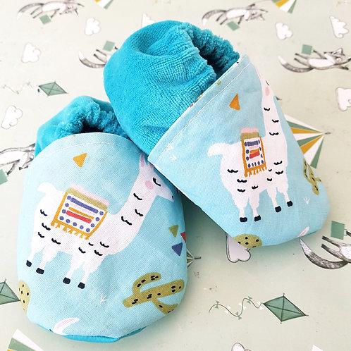 Chaussons bébé motif lama et turquoise