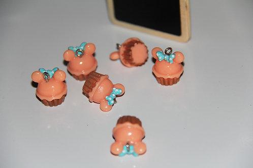 Breloque en résine gateau  cupcake et petit noeud