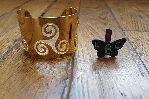 Le support bracelet manchette avec motif celte à personnaliser