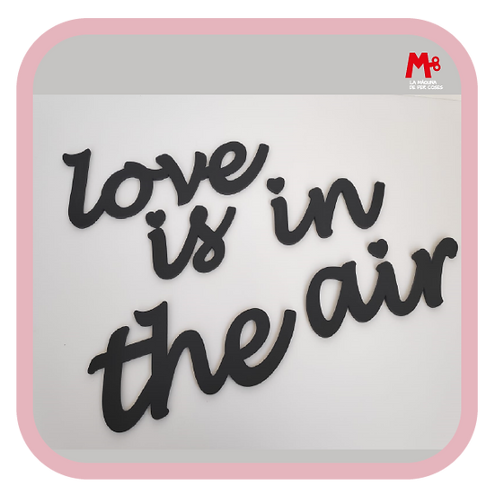 """""""Love is in the air"""" - Frase paret"""