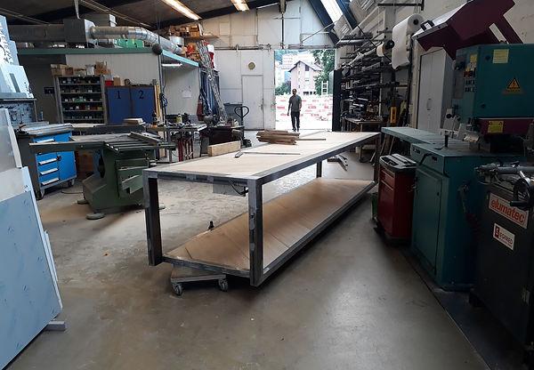Schlosserei Horw Metallwerk Luzern mit einem 5 Meter langem Tisch