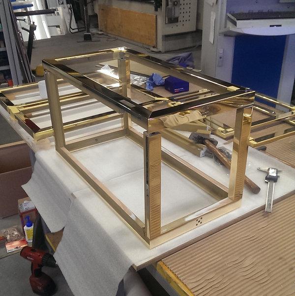 Möbeleinfassung mit Messing für eine einzelne Box ca. 800x400x400mm gross
