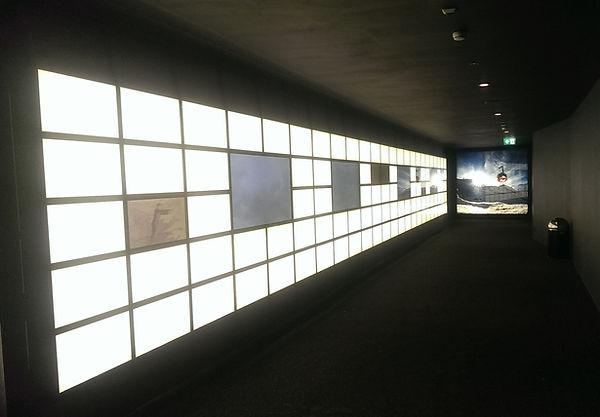 Lichtwand in der Talstaion Titlis über 15 Meter lang, mit diversen Bildschirmen - Storyboard