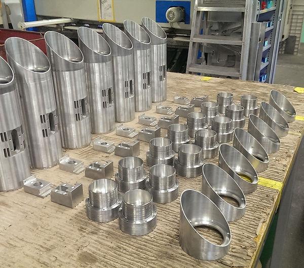 Fertigung von Lampenteilen aus Aluminium. Bild  aus der Werkstatt