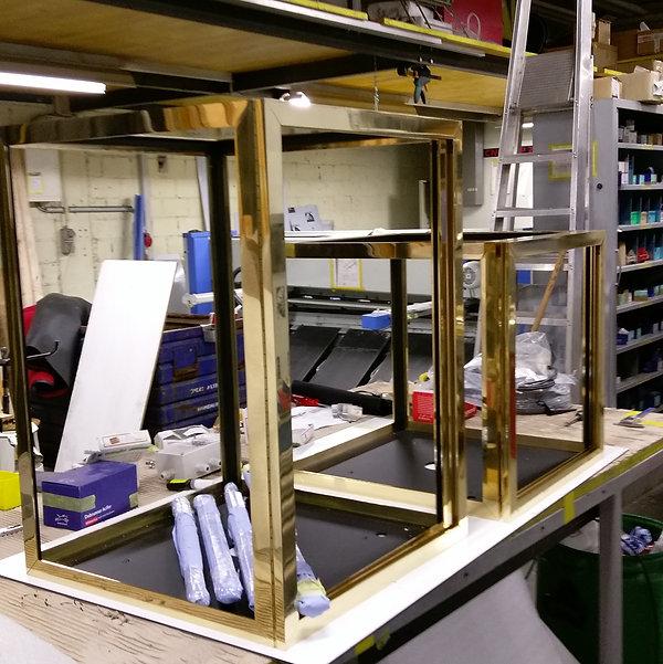 Messing Bronze Brass Vitrine gross und klein poliert