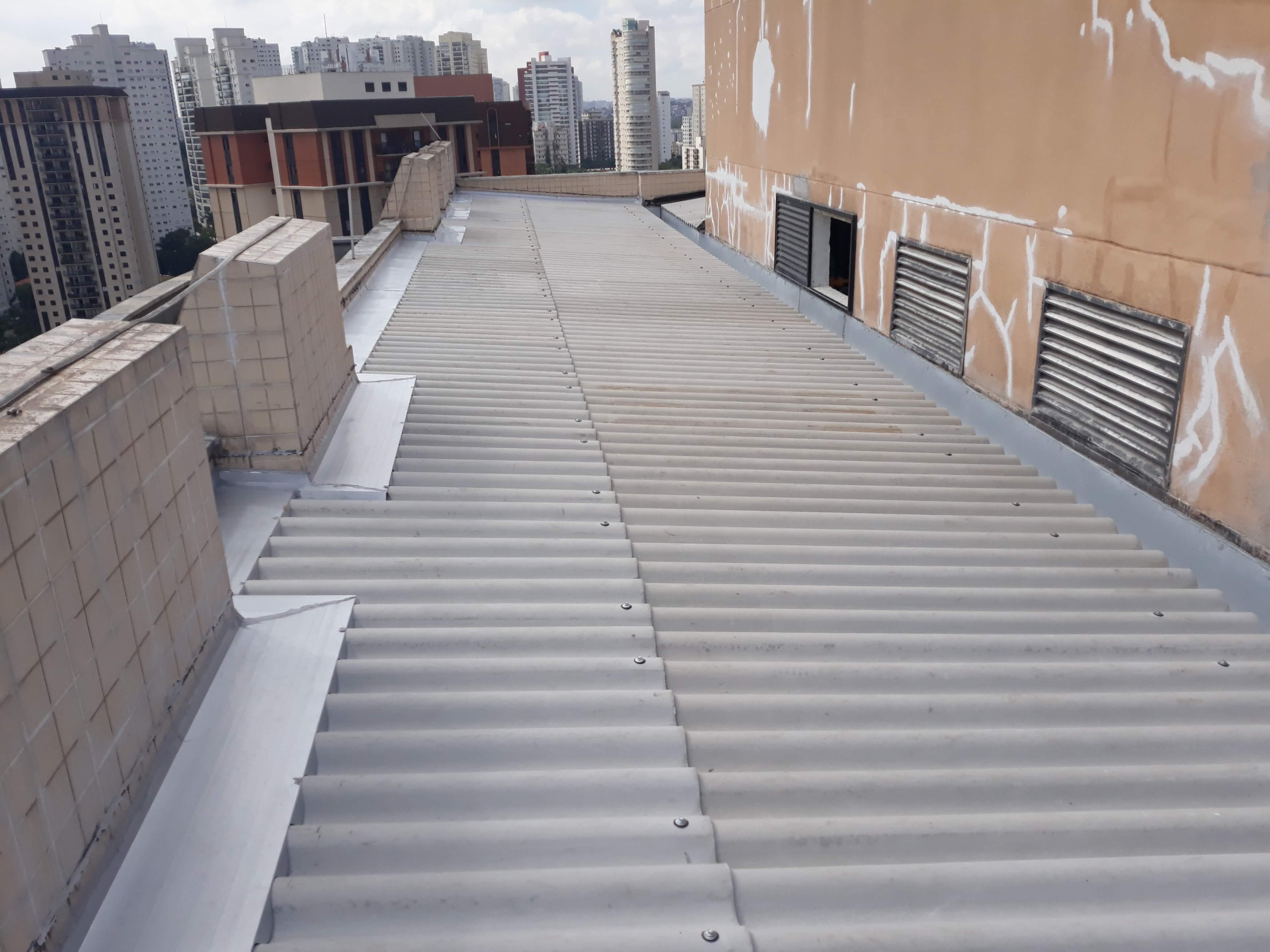 Instalação de rufos e calhas em telhado condomínio e prédios