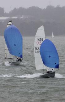Dinghy's racing downwind