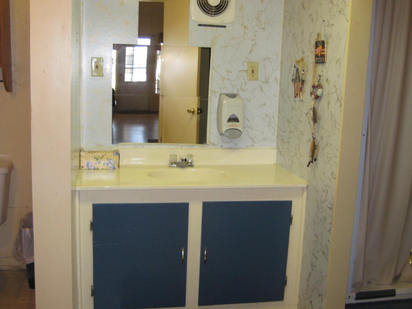 Beach House Bathroom - Main Level