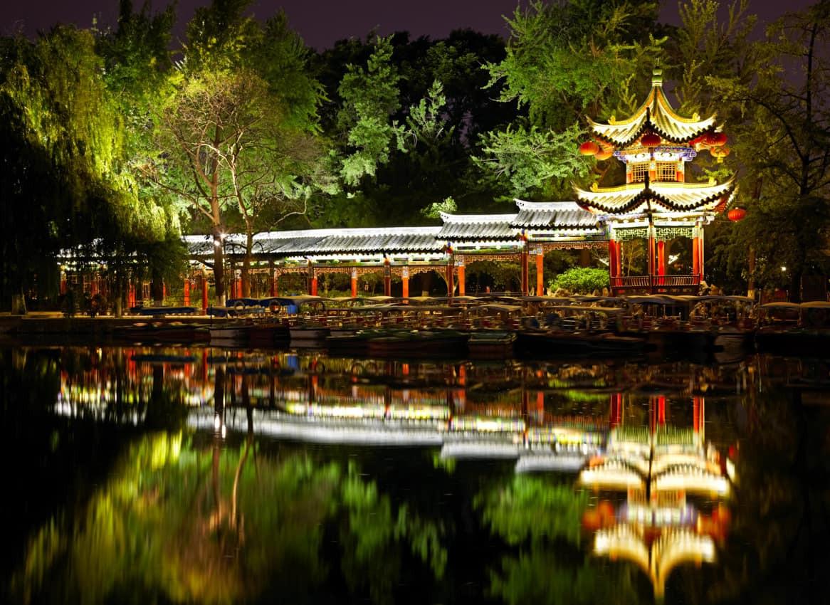 Pagode_chinês_iluminado.jpg