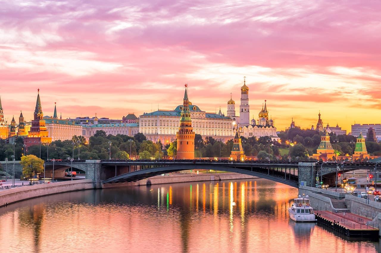 Kremlin_de_Moscou_pela_manhã,_Rússia..jp