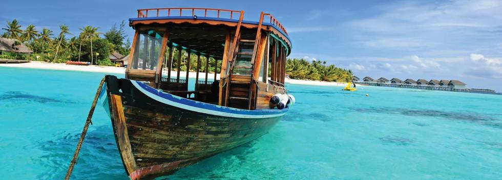 Barco_ilha_paradisíaca_Ilhas_Maldivas.jp