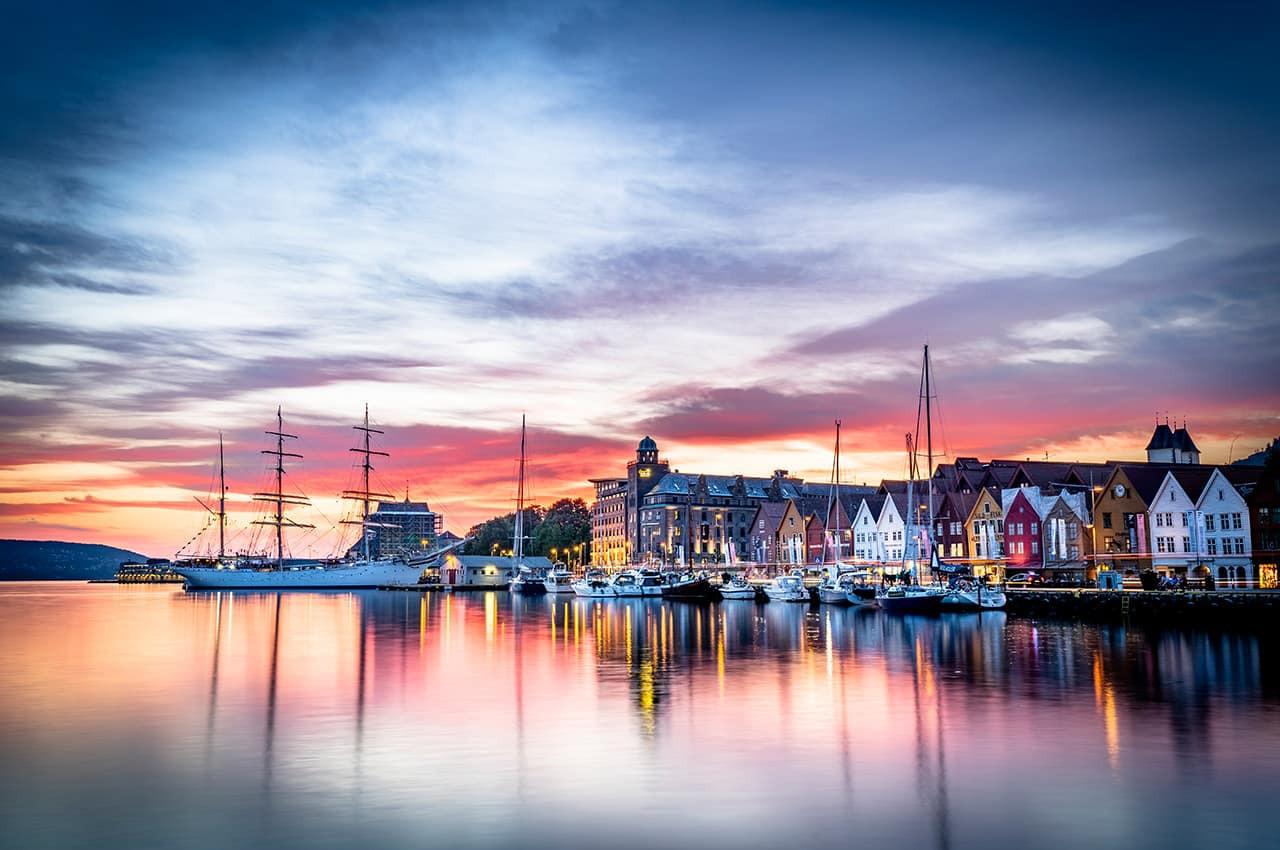 Bryggen em Bergen, Noruega.jpg