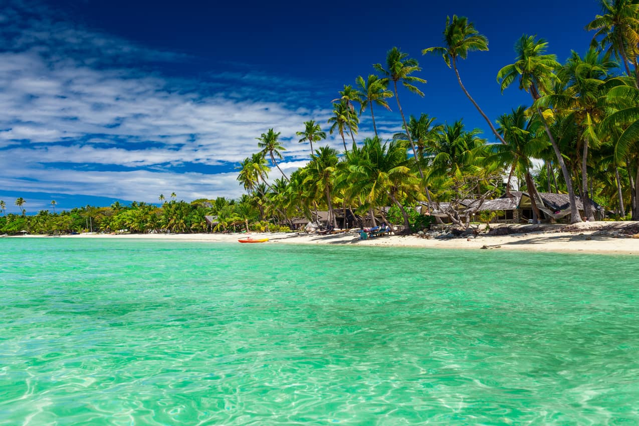 Praia agua cristalina Ilhas Fiji.jpg