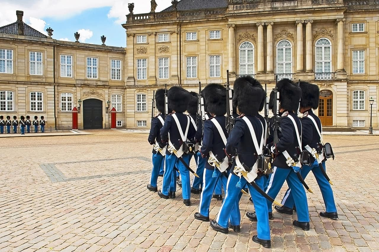 Guarda_Real_do_Palácio_Amalienborg..jpg