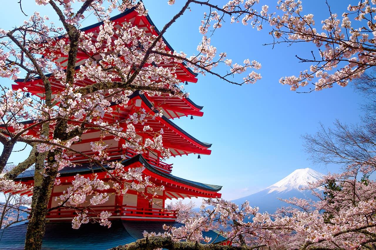 Mt_Fuji_com_pagode_vermelho,_Fujiyoshida