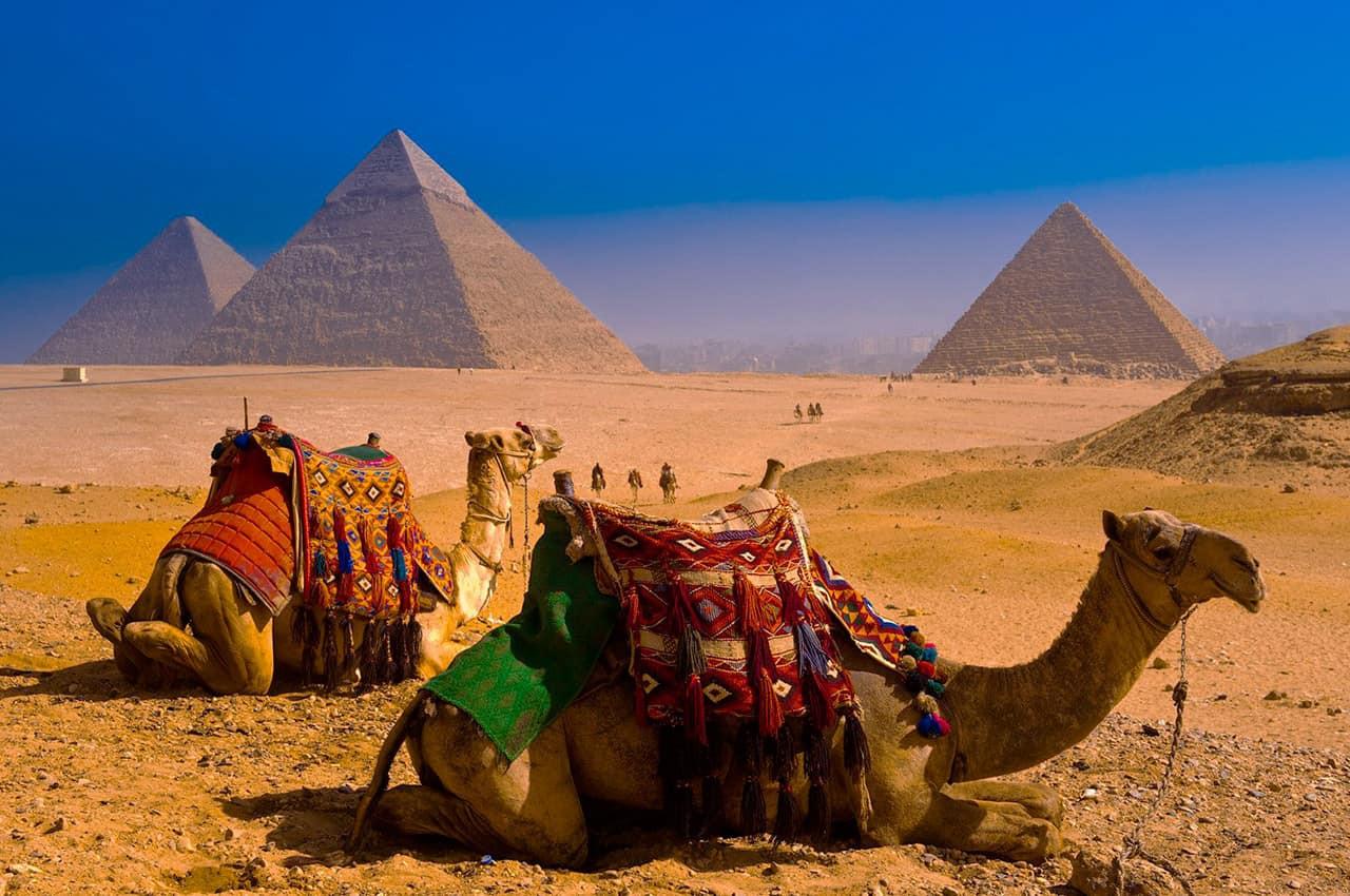 Pirâmides_de_Gizé,_Cairo,_Egito.jpg