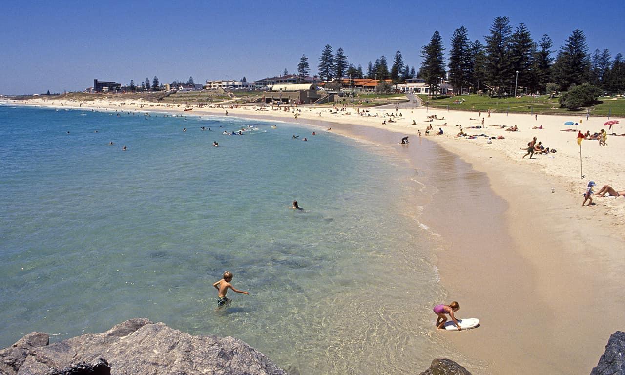Praia de Cottesloe, Perth.jpg