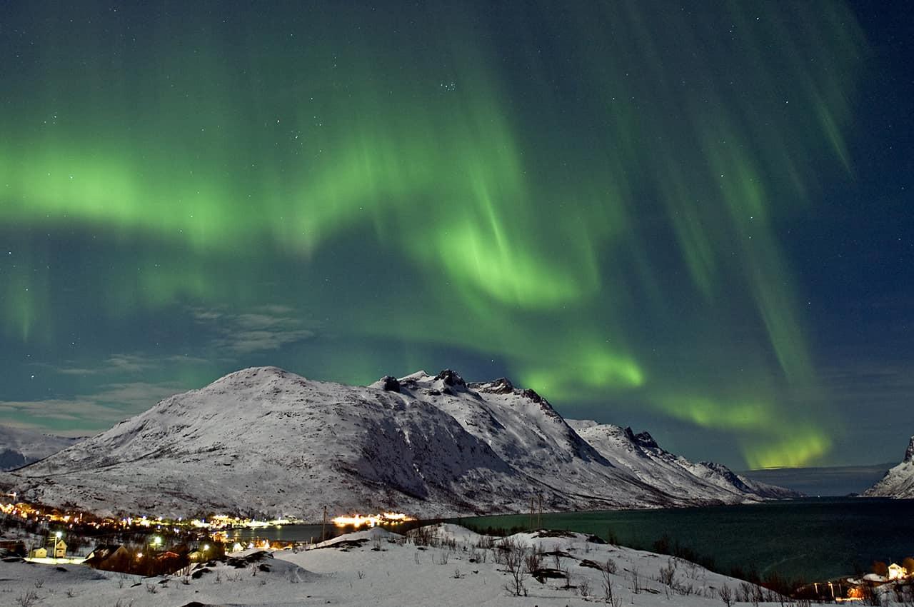 Aurora Boreal sobre o Ersfjord em Tromso