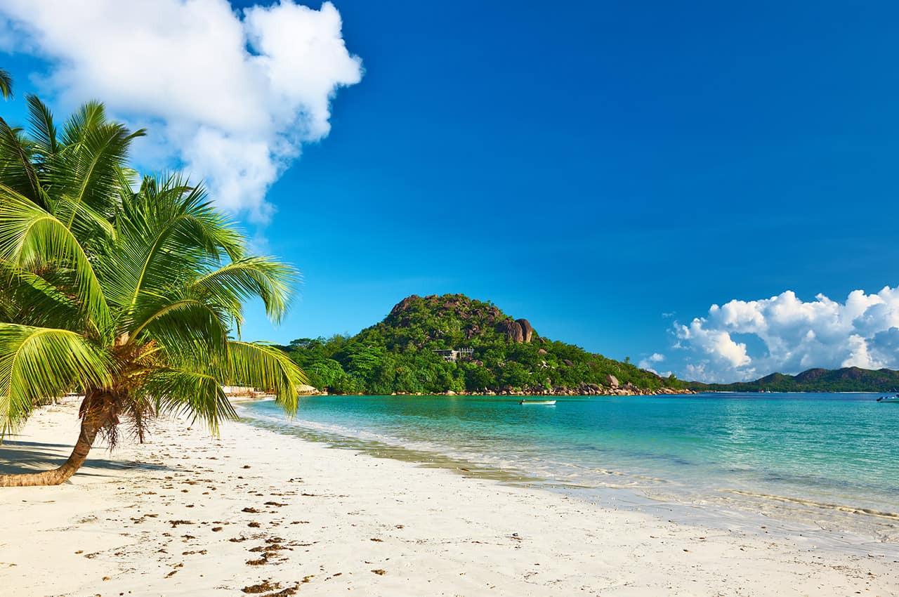 Praia em Seycheles.jpg