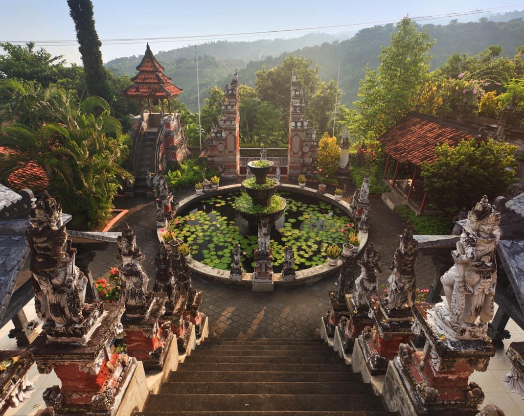 Viagem_Indonésia_Templo_Banjar,_Bali.jpg
