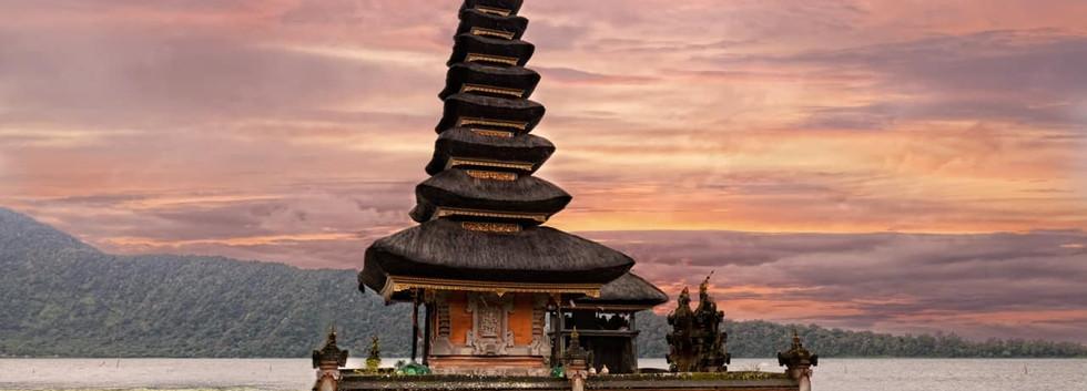 Templo_Ulun_Danu_Beratan,_Bali,_Indonési