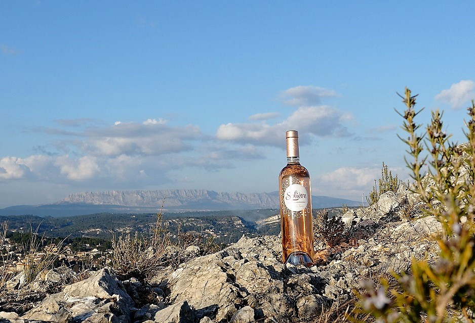 Solière rosé with Sainte Victoire mountain in the background, Provence, France