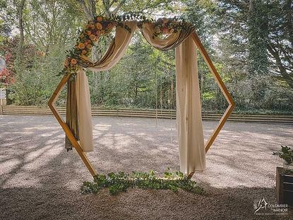 arche hexagonale de cérémonie