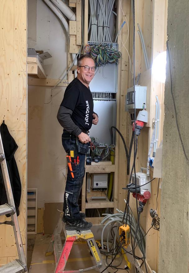 """Snart dax att koppla elcentraler på Fridas, """"Centralkungen"""" står beredd 👍"""
