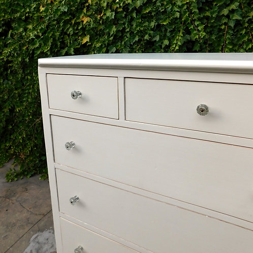 Les Alpes Vintage Chest of Drawers