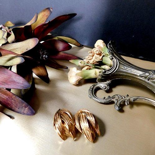 Gold Leaf Motif Earrings