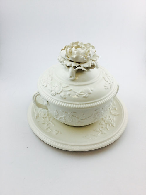 Pair of white porcelain individuel soup tureen