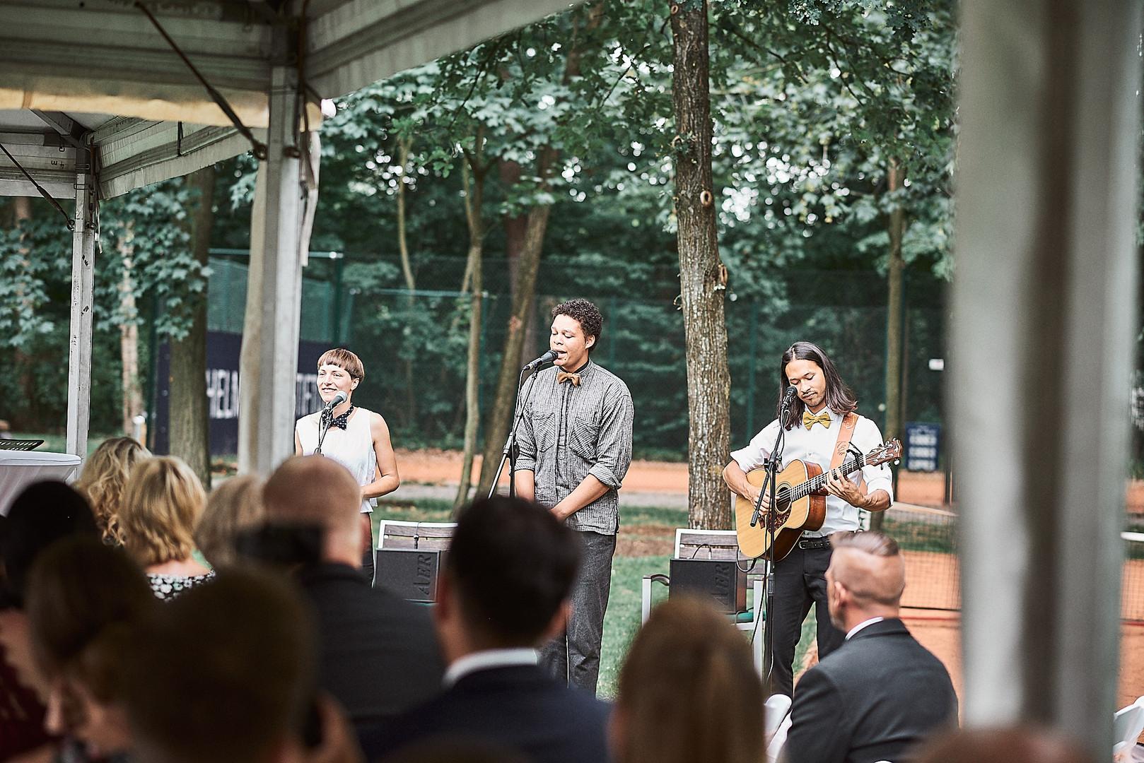Kai Wenas, Philipp Oesterlen & Janna Berger während der Hochzeitszeremonie 2