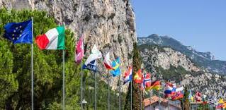 Tourisme au sein de l'UE : orientations de la Commission sur la reprise des voyages en toute séc