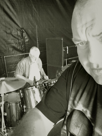 DAVE CAN'T RESIST AN ON STAGE SELFIE...