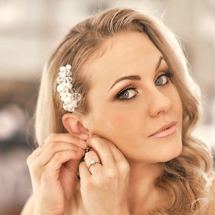 blond bride with pearl hair comb
