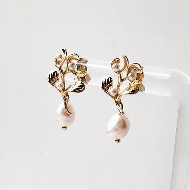 PERLE   Freshwater Pearl Earrings