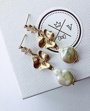 LUSTRE Freshwater Pearl Earrings