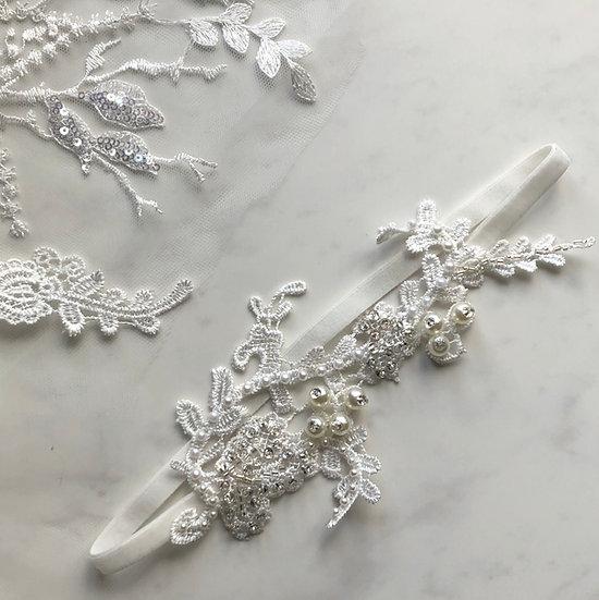 ROMANCE BEADED Lace Garter