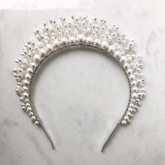 DIVINITY Pearl Crown
