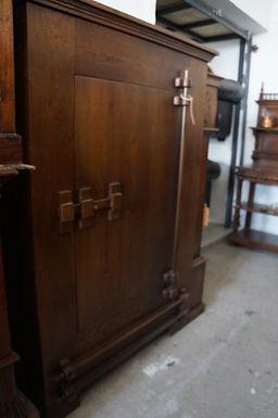 Масивен сейф шкаф
