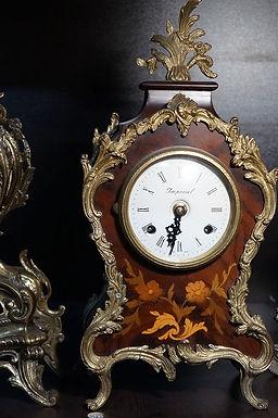 Каминен часовник